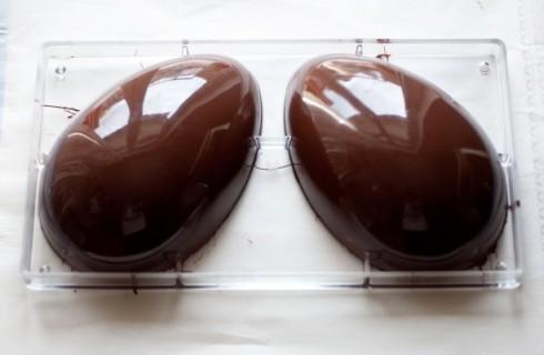 Come preparare le uova di Pasqua in casa. Non serve essere pasticceri provetti