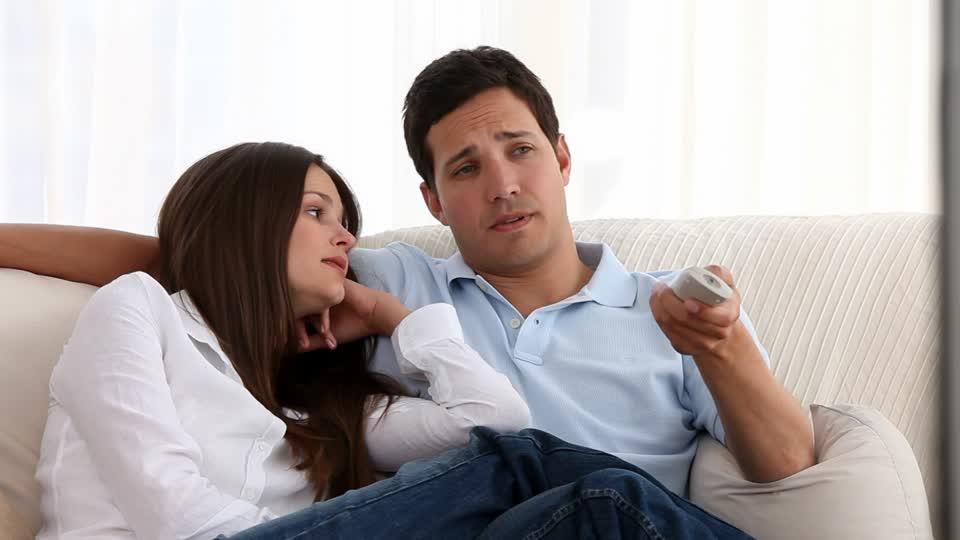 Uomini e donne: Chi ama di più fare zapping in tv?